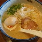 麺や純氣 - 純氣そば(半熟玉子トッピング)