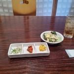 62451824 - ランチBセットの小鉢とサラダ