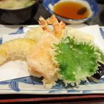 味の正福 - 天ぷら盛り合わせ定食(1400円・外税) 海老3本、白身魚、茄子、南瓜、人参、唐芋、ピーマン、大葉
