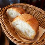 筆や - フランスパンは大きめ2切れで、結構食べ応えあり