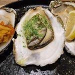 62496862 - 三陸産殻付焼牡蠣3種(ウニいくら、ブルゴーニュバター、レモン)「
