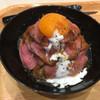 ローストビーフ星 - 料理写真:ローストビーフ丼 並盛り 790円(税別)