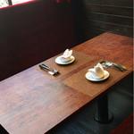 SETTE COLLI - ▲窓際のテーブル席に着席しました