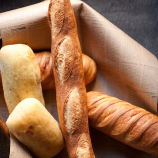 こだわりの自家製パン食べ放題