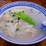 香港麺 新記 - 雲吞入り香港麺