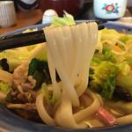味の民芸 - 麺は平打ち中太麺…うどんやけど(o^^o) 麺は美味い