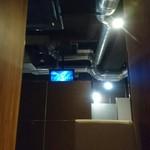 韓豚屋 - 半個室の席からK-POP映像が!