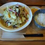 豚ジロー - 料理写真:カレーちゃんぽん800円&ライス100円