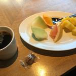 ガーデンレストラン オールデイ ダイニング - モーニングブュッフェフルーツとコーヒー
