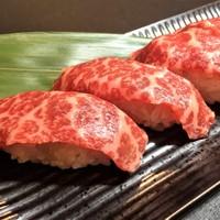 黒毛和牛のサーロイン炙り肉寿司