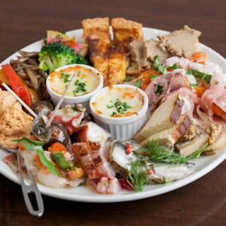 彩り鮮やかな前菜盛りや新鮮な素材を使用した絶品イタリアン