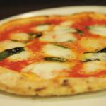ドルチェ ヴィータ - 料理写真:当店自慢のピッツァマルゲリータ