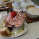 ビスキュイ - いちごのモンブランとカフェ・ラテ