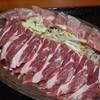 かつみ食堂 - 料理写真:手前・生ラム。奥・冷凍ジンギスカン