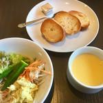 あさくま - コーンスープ & パン