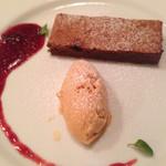 パリのワイン食堂 - デザート ガトーショコラアイス添え