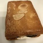 巴裡 小川軒 - 料理写真:【2017.2.10】サックサクのクッキーの上にはスライスアーモンドが