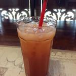 62688007 - セットのドリンクは、コーヒー、紅茶、マンゴージュース、グアバジュースから選べる。今回はグアバジュースにした。