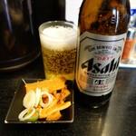 大勝軒まるいち - ビールには辛めのメンマ付