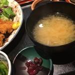 角打 - 味噌汁と漬け物