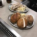 おかめ - シイタケバター、げそバター、ともに750円