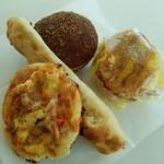 62699245 - コロッケバーガー、ポークカレーパン、ツナのパニーニ、トマトピザ
