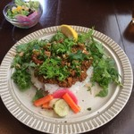 キーマカレーとチャイ なるせ堂 - 2月:香味葉野菜のエスニックキーマ