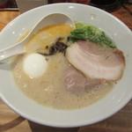博多一風堂 - 料理写真:白丸元味玉子入り 890円