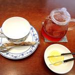 cafe  confort(コンフォール) - ドリンクは紅茶レモン