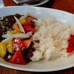和伊んバル 3751 - 彩り野菜の牛煮込みカレー