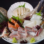 北海道料理ユック - 春の旬、春にしん、。やり烏賊、帆立貝に鮭の炙りをお入れしてお得に盛り込みました。