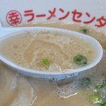 丸幸ラーメンセンター - きっちりオーソドックスに作った、垢抜け過ぎない昔ながらの豚骨スープです。
