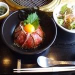 龍園 - ◆氷点下エイジング 熟成丼(1296円:税込)・・氷点下エイジング 熟成丼・サラダ・スープ・小鉢のセット。
