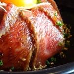 62751296 - *お肉は程よいサシでクドクなく柔らかくて美味しいですね。タレは少し甘めですが、これ好みですね。 盛り付けも美しく、この品を1300円程度でいただけるのは嬉しい。