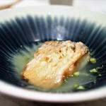 ete - 甘鯛のうろこ揚げ 甘鯛の出汁を使ったコンソメスープ仕立て
