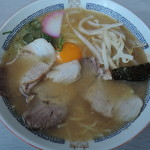 カクモト中華そば - 【中華そば中盛肉生卵入り】680円