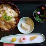 山本屋 - 料理写真:板そば丼¥900 お正月のサービス3品付き