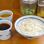 釜あげうどん 長田 in 香の香 - お茶とつゆの器は共通です。