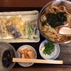 手打麺THE・うどん 大 - 料理写真:野菜天ぷらうどん 880円
