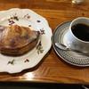 珈琲園 - 料理写真:焼き立てアップルパイとクラシックブレンドのセットで990円