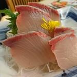 磯丸水産 - カンパチのお造り   699円