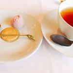 リストランテ オルケストラータ - 紅茶と小菓子
