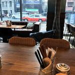 肉が旨いカフェ NICK STOCK - 明るく素敵な店内