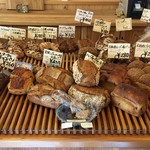 ベッカライ コンディトライ ヒダカ - 店内には色んなパンが♪