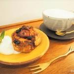 knut - ホットジンジャーミルクティー ラムレーズンとキャラメリゼバナナのスコーン