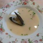 レストラン テルミニ - 料理写真:ムール貝のクリームスープ