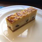 62828050 - スペシャリテの「アイアシェッケ」という名前のチーズケーキは400円