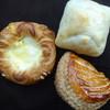 ベーカリー ブリエ - 料理写真:豚塩パン・チーズデニッシュ・青森県産ふじリンゴパイ