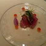 シェ松尾・松濤レストラン - 島根県産天然鰤のエスカロップ 胡麻と纏って色鮮やかな赤パプリカのクーリ