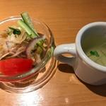 62855113 - セットのサラダ・スープ